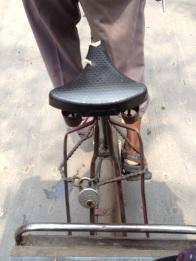 De Indische fietsdief gaat nooit de deur uit zonder... kettingpons