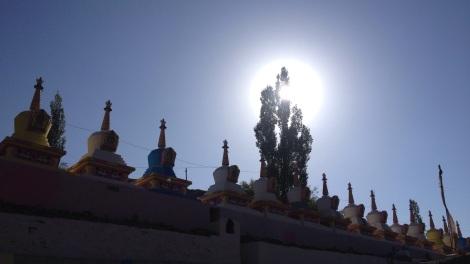 Nog een laatste stuiptrekking van aanwezige boeddhisten