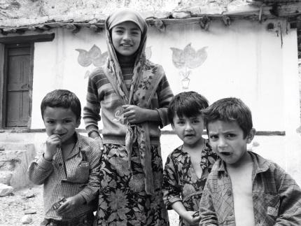 Kashmiri dorpen en kindjes, beiden fotogeniek