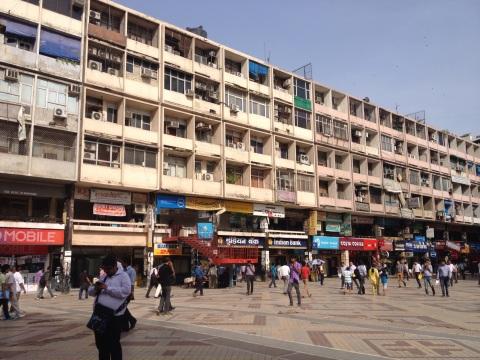 Nehru Place, het mekka van computerwinkels, kleding en made in China smartphone covers