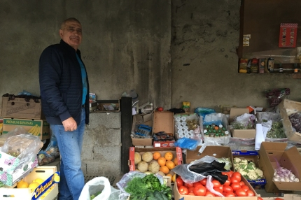 With my last Hryvnias I wanted to buy two bananas and some strawberries. The man was so kind to give me more strawberries, a bag of cherries, apricots, apples and a nectarine #Ukraine