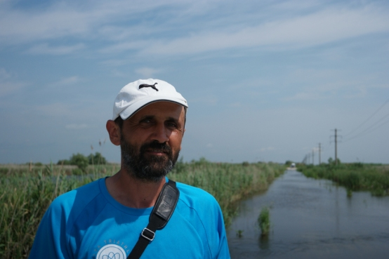 I was cycling in the Danube Delta. The Delta was just for myself, nobody on the road, except (in the other direction) this most friendly man Calin from #SulinaFabuloasă (check facebook, he organises kayak tours through the delta). I had to cross a river two times, the first time he helped me by carrying my luggage because it was too deep to cross it with my front rollers #Romania
