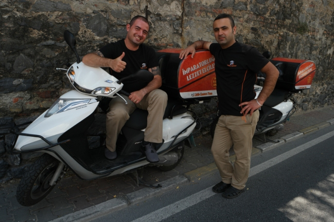 Leaving Istanbul was a moment ful of detours. Luckily I met these pizza delivery boys who told me not to continue cycling uphill because I couldn't cross the bridge with a bicycle. Thanks guys, you saved my muscles #Turkey
