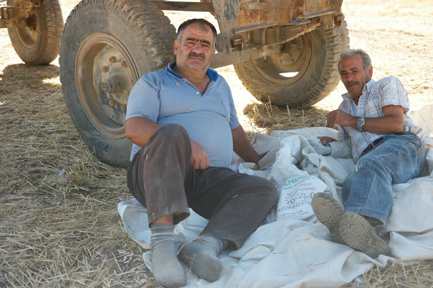 These men were having a break in the shade next to all sunflower seeds. I asked them if I could take a picture from the seeds. We started talking a bit and I got some explanation of the procedure. They gave me a bag with seeds for the road. Way to much seeds, way to much kilos #Turkey