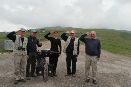 These 4 British birdwatchers were very enthousiastic to see me on top of the Goderdzi Pass (2025m). Maybe it was because of the chacha they just tried in a tiny shop/resto nearby, maybe not. They were exploring Borjom-Kharagauli National Park and asked me what I did up there. When they heard about my trientrapt project they were interested to sponsor, asked my name and you know what… The second man at the right said: 'Pauwels'? Are you family of my Belgian friend Reginald Pauwels, the former CEO of WWF Belgium? Nope, I'm not, but what a coincidence you know another Pauwels, that's wonderful. And you know what? It's really a 'rare' name in Belgium though ;) #Georgia