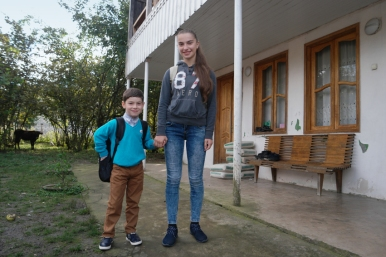 The son of Lela and Tamuna is a very sweet boy, Shotikot (7), who is learning Taikwondo together with his neighbor Mariami (14) who was my interpreter for the evening #Georgia