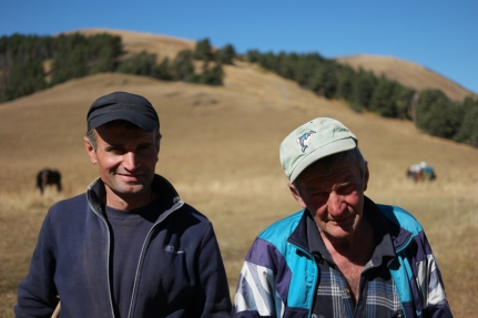 Before really starting my bikehiking/bikepacking/Tusheti adventure I met these fellows lying in the sun, watching their sheep and horses. I verified with them if my planned direction was right. They said it wasn't possible with my bicycle. I knew it would be though… Once again I actually didn't listen to locals -oops- The man on the right offered me some candies for the road. Super sweet #Georgia