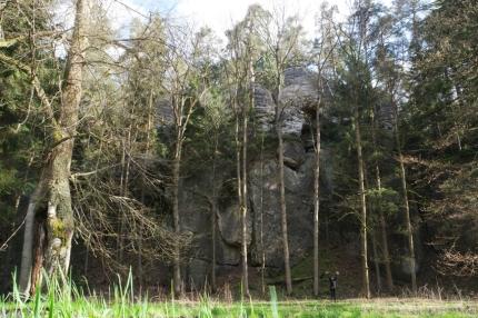 Do you see that black waving blade of grass at your right? That's me ;-) Rock formations are huge in Bohemian paradise Český ráj #CzechRepublic