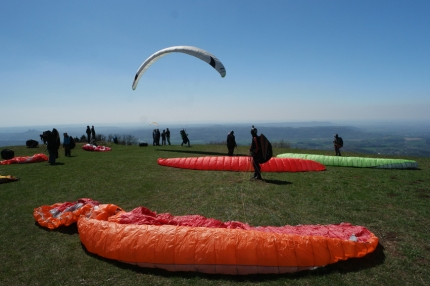 Paragliders in Kozakov #CzechRepublic