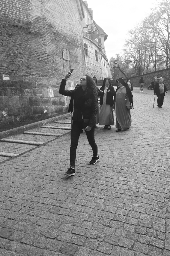 I like taking pictures of people taking pictures #Wawel #Krakow #Poland