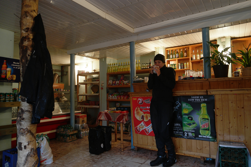 When I arrived on the mountain, the rain hadn't stopped. Luckily I could change my soaked clothes in this little shop/bar before descending. Freezing cold #Romania
