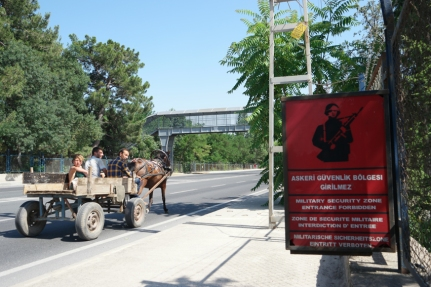 A lot of military security zones on my way to Istanbul. And few horse and carriages #Turkey