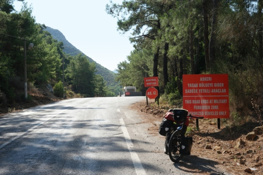 Leaving Marmaris and thinking to be smarter than google maps. Ignored the sign 'this road ends at military forbidden zone' and had to make a detour of 20 kilometer #Turkey