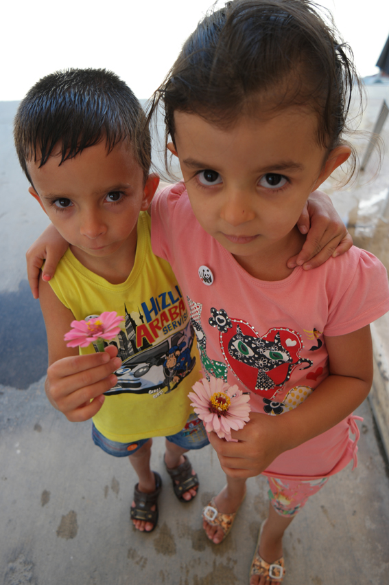 I offered these little cutie pies, I've met in a petrol station, a pin from WWF. They offered me a flower instead. My heart melted #Turkey