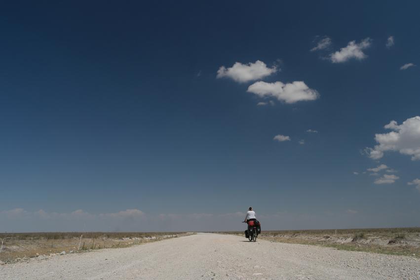 On my way to Tuz Gölü, the landscape became flat, just like the salt lake #Turkey