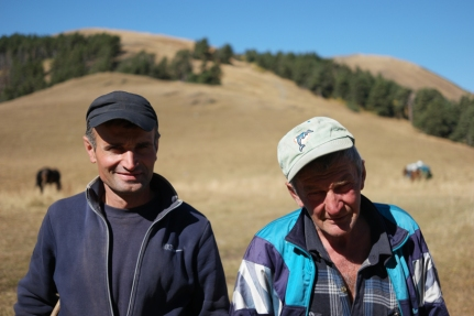 Before starting my bikehiking/bikepacking/Tusheti adventure I met these fellows lying in the sun, watching their sheep and horses. I verified with them if my planned direction was right. They said it wasn't possible with my bicycle. I knew it would be though… Once again I actually didn't listen to locals -oops- The man on the right offered me some candies for the road. Super sweet #Georgia