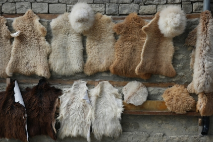 A vendor told me that the circular sheep skin would be a perfect cover for my saddle :-) #Lahıc #Azerbaijan