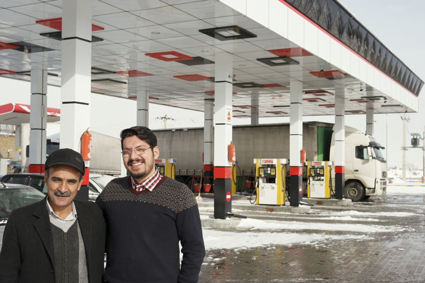 After cycling half a day in the snow in Iran, my fingers were frozen, my clothes were completely wet and so was I. Finally I saw a petrol station, passed by and I got offered some hot tea (or two, three), some candies and my first Farsi lessons thanks to Mostafa (the guy on the right and the co-owner of the petrol station). Merci Mostafa! #Iran