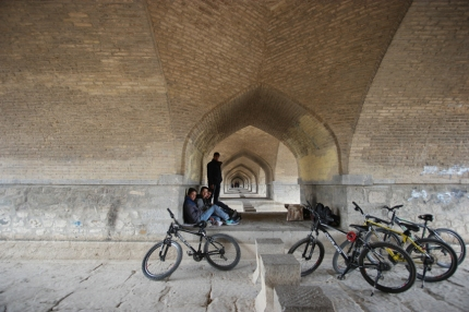 In Isfahan you have 5 beautiful old bridges from the Safavid period and therefore. Unfortunately the river dried up. But the good thing is, it became a meeting point for locals. Musicians are gathering to sing or play, youngsters are making small fires or are just hanging around. It feels always good to see cyclists in a country #Iran