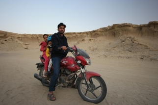 On Qeshm Island, my last hope to have a good Iranian souvenir, I was also followed by a guy on a motorcycle. I saw an army truck and asked the soldiers to escort me. They did it for 1 kilometer. The guy was gone, but not for long. I made local people stop and asked them to escort me. One man did and said goodbye with an indecent proposal included. Bad timing… but luckily there was this man, Davut, working on the reception of beautiful Stars Valley. He took care of me, offered me food and a safe camping spot next to the reception. He lovely sang verses out of the Coran. Thanks for this good souvenir Davut #Iran