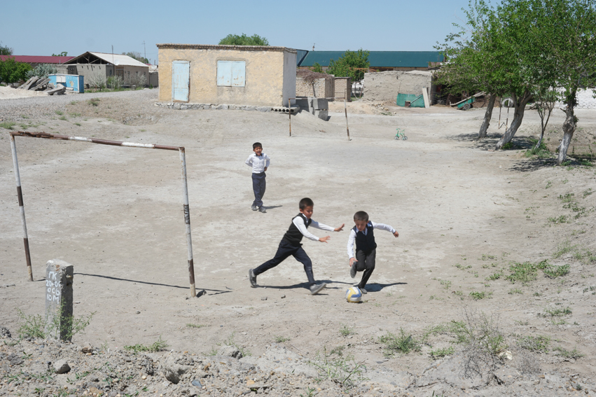 I love seeing kids playing #uzbekistan