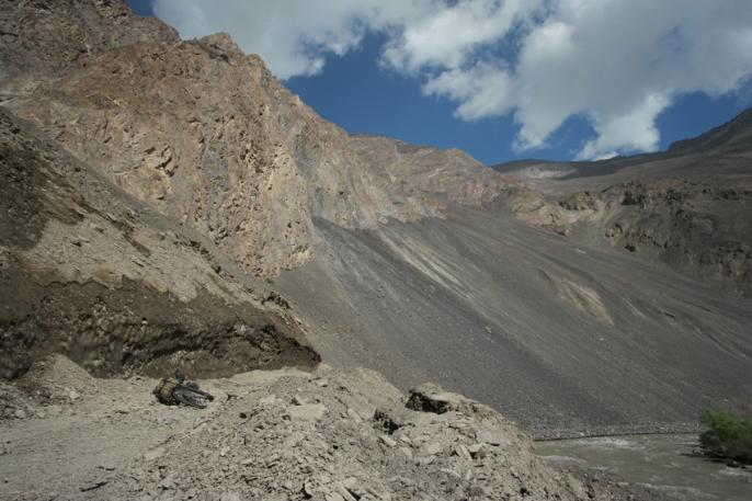 Who wants some landslides? #bartang #tajikistan