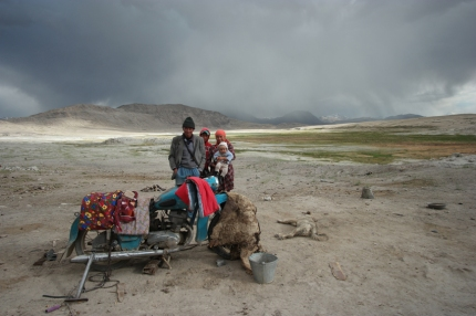 The only people I met that afternoon while cycling my lovely Bulunkul detour #tajikistan