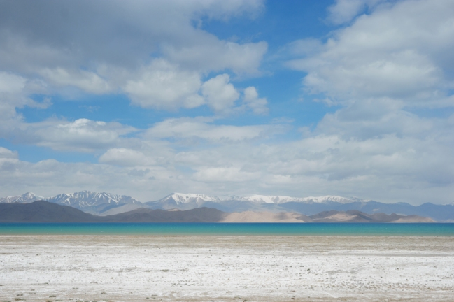 Karakul lake, formed by the impact of a meteorite, lies at an elevation of 3,960 meters #tajikistan